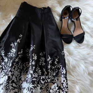 White House black market taffeta skirt size 0